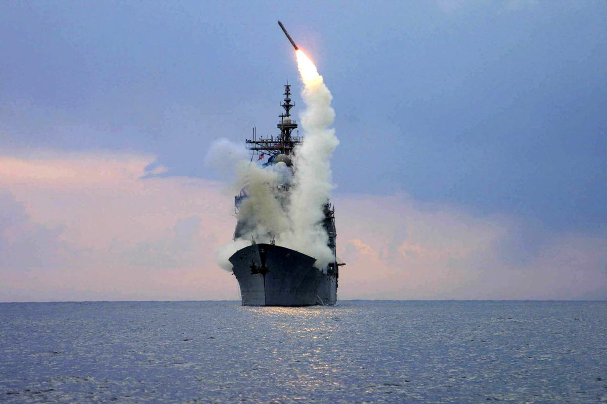 شلیک موشک فاتل ناو هواپیمابر