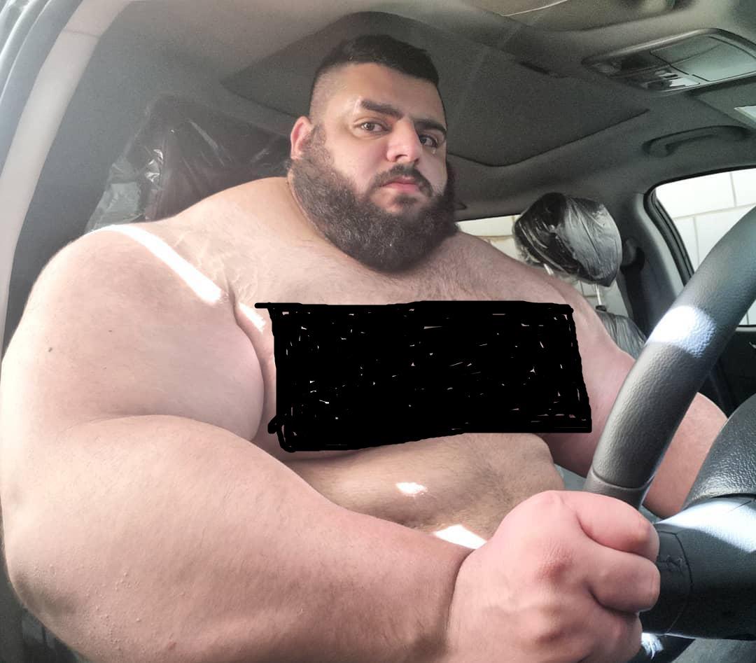 سجاد غریبی سوار بر خودرو