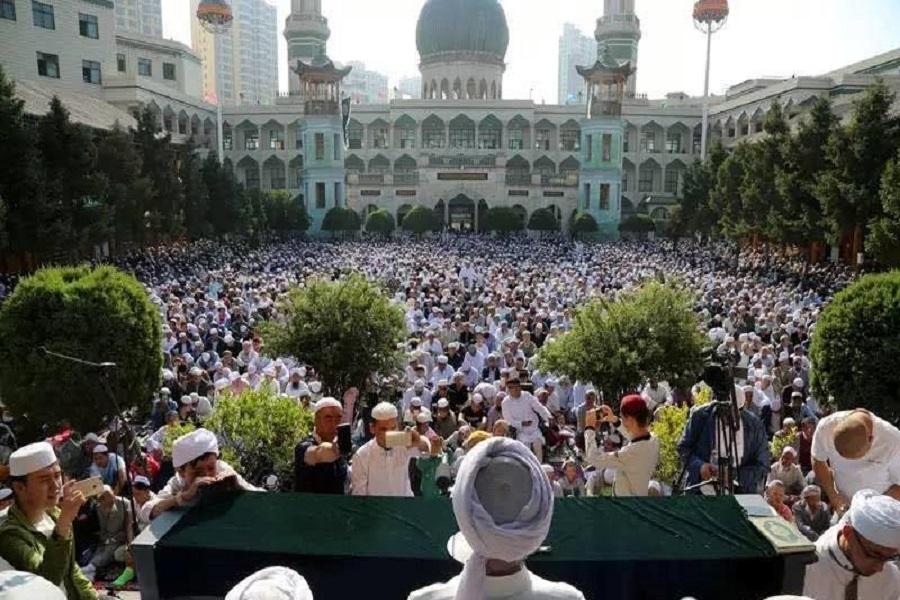 تشییع پیکر رهبر مسلمانان چین با حضور 300 هزار نفر