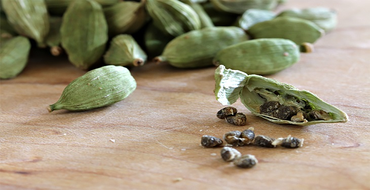 Cardamom-pods-and-health-benefits