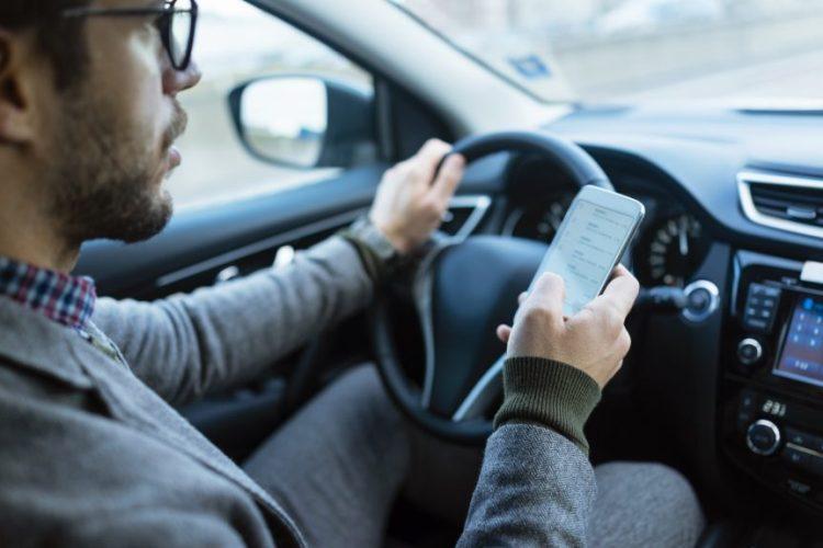 رانندگی و تلفن همراه