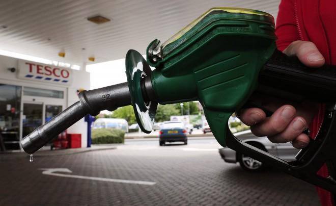 پیش بینی حذف کارت سوخت و بنزین دو نرخی در اصلاحیه بودجه ۹۵
