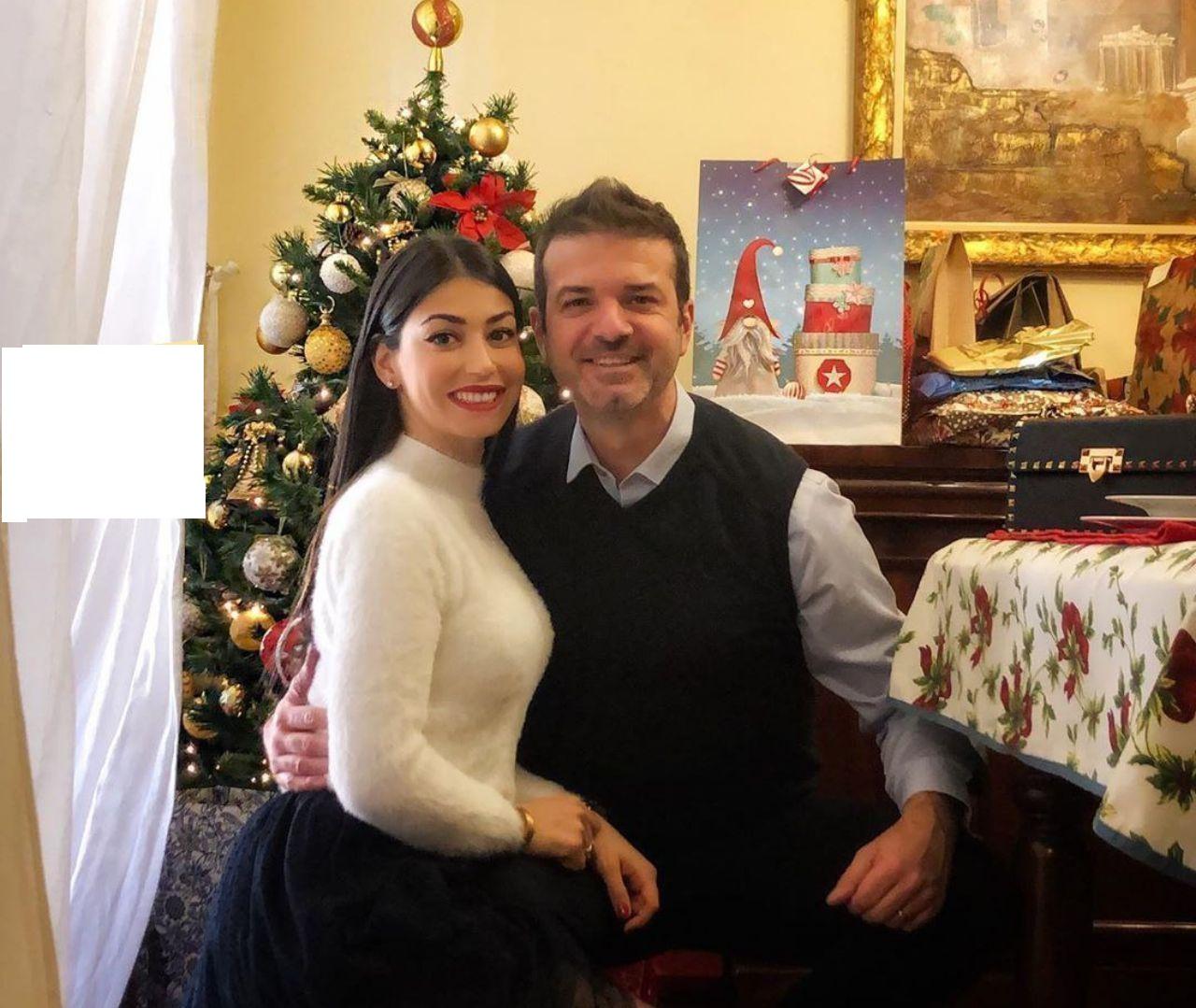 استراماچونی و همسرش در جشن کریسمس