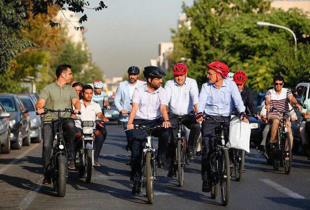 دوچرخه سواری وزیر ارتباطات و شهر دار تهران
