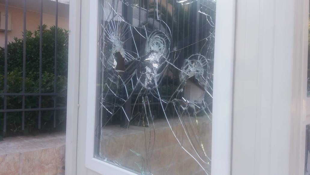 اولین تصویر از حمله به سفارت ایران در یونان