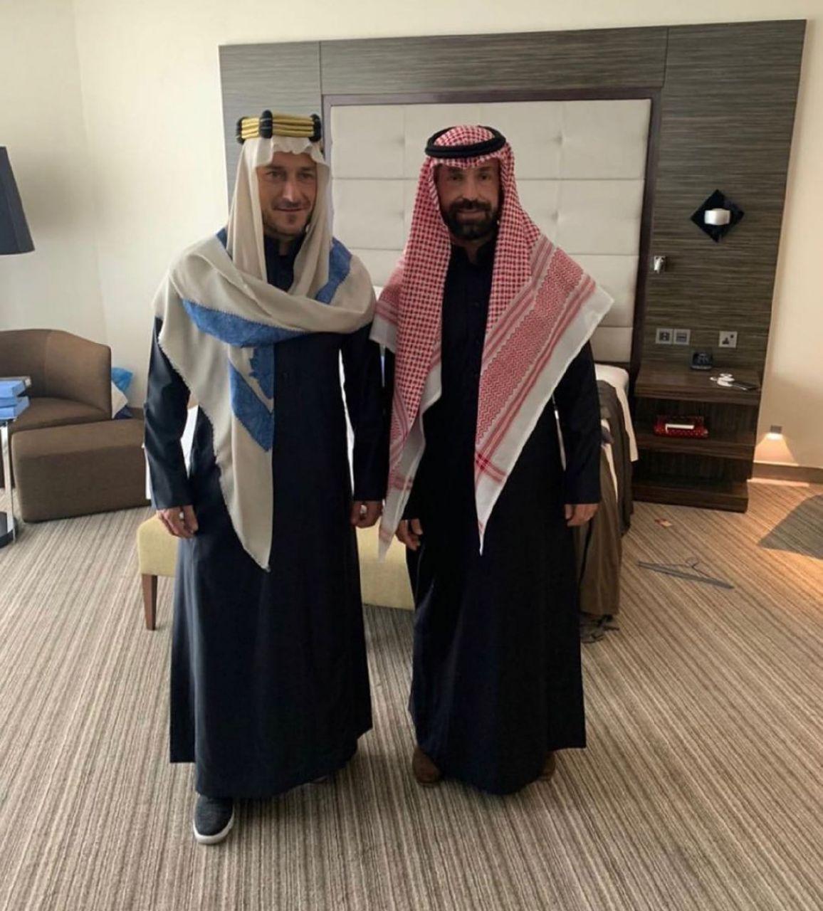 پیرلو و توتی با لباس عربی