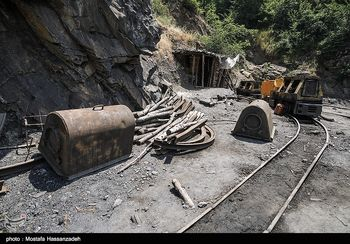 نخستین زن ایرانی که در معدن کار میکند +عکس