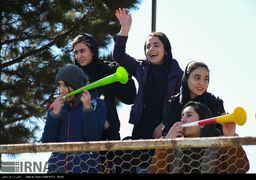 حضور محدود زنان در یک استادیوم فوتبال در ایران +عکس