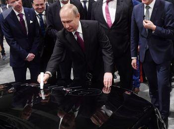 مراسم افتتاح کارخانه مرسدس بنز در روسیه با حضور پوتین