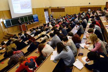 توقیف حساب دانشجویان ایرانی در روسیه صحت ندارد