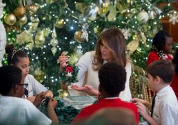 لباس کریسمس همسر ترامپ سوژه رسانهها شد + عکس