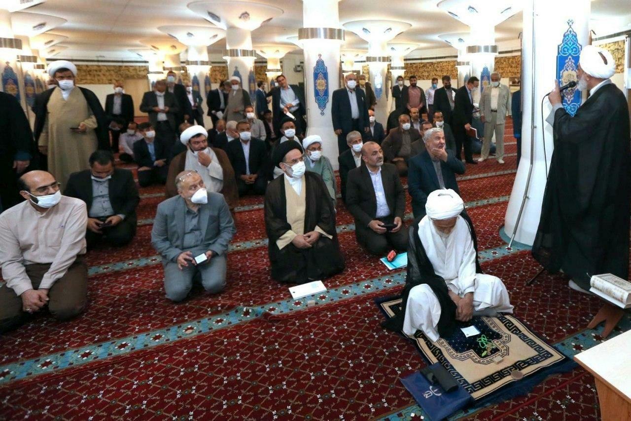 تعطیلی ۲۰ دقیقهای مجلس برای خواندن نماز آیات + عکس