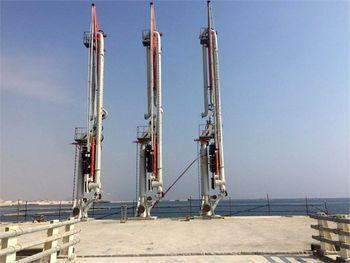 بازوهای بارگیری نخستین اسکله بندر خدماتی و صادراتی تمبک نصب شد