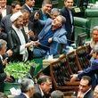 واکنش خارج از عرف و عصبی احمد توکلی به سلفی حقارت + عکس