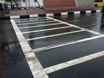 کمک خط کشی هوشمند خیابان، به عابرین سر به هوا +عکس