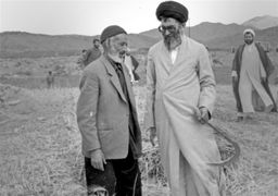 ماجرای حضور رهبر انقلاب در یک مزرعه و کمک در درو گندم + عکس