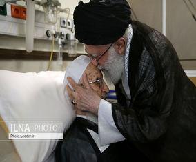 عیادت رهبر انقلاب اسلامی از آیتالله مکارم شیرازی