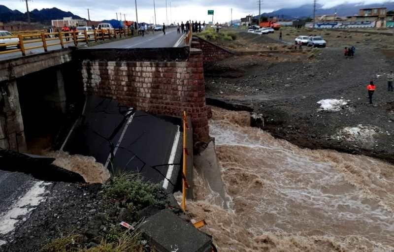 سیلاب، پُل ورودی شهر کهنوج را تخریب کرد