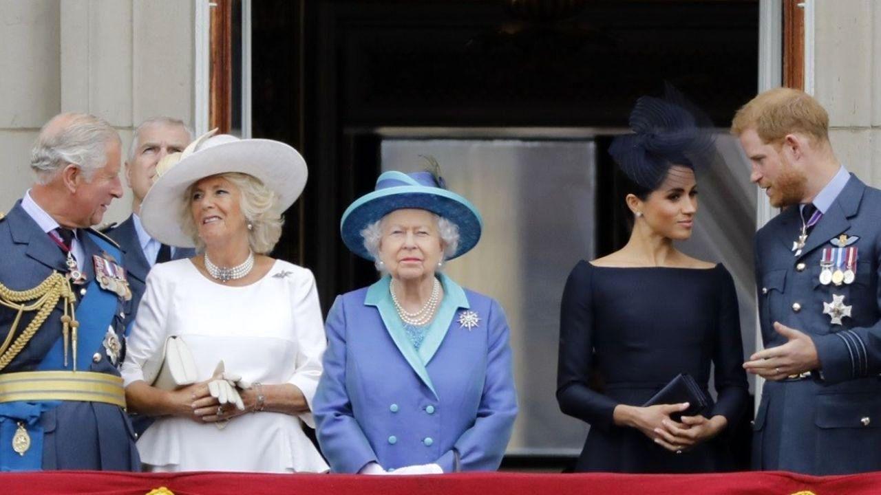 ممنوعیت پوشیدن شلوار جین زاپدار در محضر ملکه انگلیس
