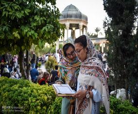 روایت تصویری از تحویل سال ۱۳۹۷ در حافظیه شیراز