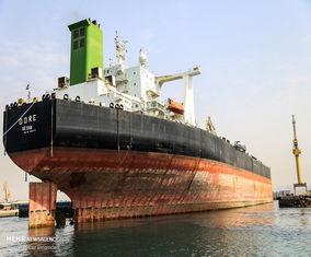 تصاویر عملیات داکینگ نفتکش غول پیکر ۳۲۰هزار تنی