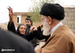 پلاکاردهای «متفاوت» مردم زلزله زده برای استقبال از رهبر انقلاب + عکس