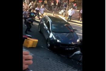 حمله عمدی خودرو به عابران در استانبول