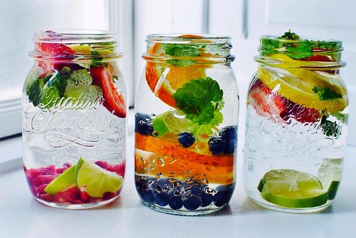 ۱۴ نوشیدنی دلپذیر که متخصصان تغذیه پیشنهاد میکنند