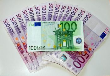 قیمت یورو امروز دوشنبه ۱۳۹۸/۱۱/۱۴ | تلاش یورو برای عبور از کانال 14 هزار تومانی