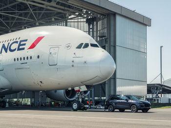 خطر ابتلا به کرونا در هواپیما کمتر از خطر برخورد صاعقه است