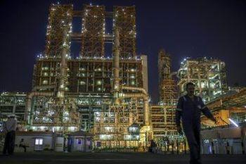 قیمت جهانی نفت پایین آمد