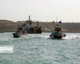 تصاویر توقیف کشتیهای متخلف در دریای عمان توسط سپاه