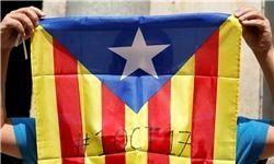 همه پرسی استقلال کاتالونیا به خشونت کشیده شد / مصادره صندوق های رای از سوی پلیس + عکس