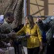 صفآرایی نظامیان در مقابل ترامپ