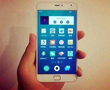 موبایلی که ترکیبی از سامسونگ، سونی و آیفون است