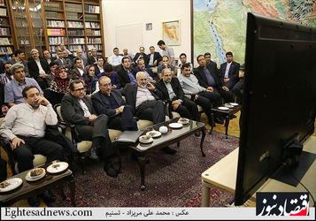 تماشای  فوتبال ایران و نیجریه توسط ظریف و تیم مذاکره کننده هسته ای در وین
