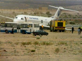 فوکر با 106 مسافر در خاک و ماسه فرود آمد