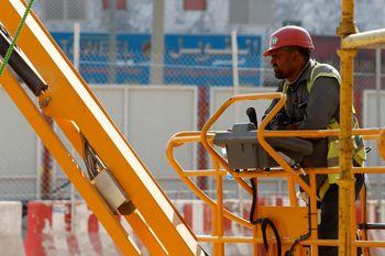 اوضاع بد کارگران خارجی در عربستان/ بار افت نفت روی دوش کارگران هندی و پاکستانی