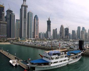 تجار ایرانی در دبی چه مشکلی دارند؟/تعطیلی شرکتهای کاغذی ایرانی در دبی