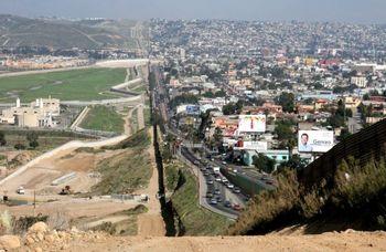 جدایی ۱۸۰۰ خانواده مهاجر در مرز مکزیک و آمریکا طی ۱۷ ماه