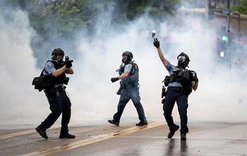 شلیک گلولههای پلاستیکی و گازاشکآور به معترضان غیرمسلح شرمآور است