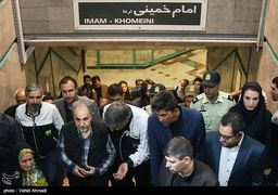 مترو سواری «ایستاده» شهردار تهران در روز جهانی بدون خودرو + عکس