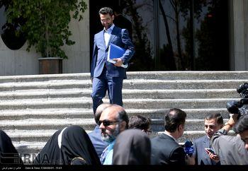 حضور آذری جهرمی در بازار چارسو پس از اعتصاب کسبه