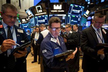 سهام والاستریت جهش کرد؛ ثبت رکورد تاریخی نزدک/ جهش ۳۶۰ واحدی داوجونز