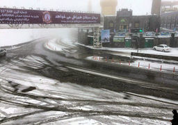خودروهای فاقد تجهیزات در محور هراز متوقف می شوند/بارش برف در هراز