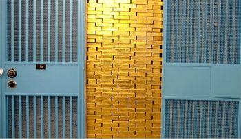 قیمت طلا کاهش خواهد یافت؟ / دلار بر فراز قله سالانه + نمودار