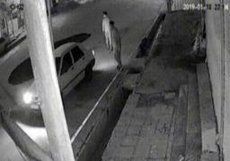 لحظه سقوط خودرو پراید در حفره به وجود آمده در خیابان + فیلم