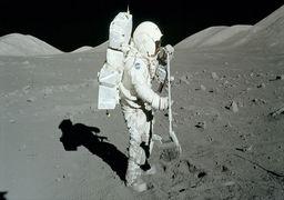 به دنبال شریک زندگی برای زندگی  در کره ماه !