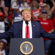ترامپ: حمله ایران را هزار برابر پاسخ میدهیم