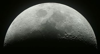 انتشار تصویری از ماده مرموز کشف شده در کره ماه